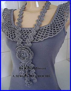 simple tank with crochet collar in this pic. It's a website no patterns just a lot of great ideas for crochet projects Crochet Collar, Crochet Blouse, Crochet Scarves, Crochet Clothes, Sewing Clothes, Diy Clothes, Crochet Flowers, Crochet Lace, Mode Crochet