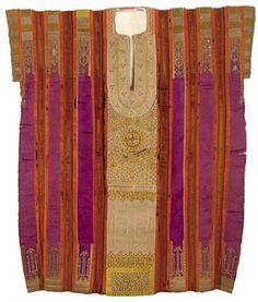 Tunique de Mariage à fond violet Qmejja, Hammamet . Travail de couture