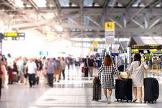 Víte, jak to chodí na letišti, co to je check-in nebo security check? Pokud ne, máme pro vás detailní popis toho, co vás na letišti před odletem čeká!
