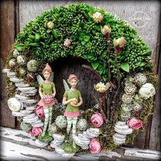 My Fairy Garden, Welcome Wreath, Hanging Baskets, Dried Flowers, Burlap Wreath, Floral Arrangements, Diy And Crafts, Floral Wreath, Christmas Decorations