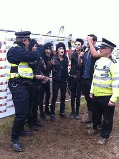 Chilling with the Bobbies, cause thats how they roll;)