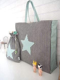How to sew a tote bag. Handbag Patterns, Bag Patterns To Sew, Sewing Patterns, Wallet Pattern, Tote Pattern, Pattern Fabric, Coin Purse Tutorial, Tote Tutorial, Tutorial Sewing
