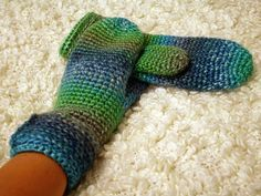 Crocheted mittens from Ice Yarns Donna. Love the colour!