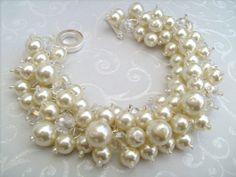 He encontrado este interesante anuncio de Etsy en https://www.etsy.com/es/listing/97552063/set-of-6-pearl-bridesmaid-bracelets