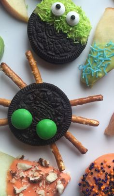 Toddler Halloween Party on blog.landofnod.com from @lunchesandlittles
