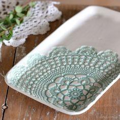 Love those ceramic plates from Udessi!