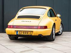 Deze Porsche 964 Carrera 2 wordt in Nederland te koop aangeboden door Porsche Centrum Gelderland en is bijzonder vanwege een aantal redenen. Ten eerste...