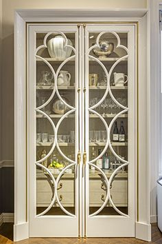 Wooden Door Design, Wooden Doors, Classic Interior, Home Interior Design, Balcony Grill, Window Grill Design, Partition Design, Diy Furniture Easy, Living Room Furniture Arrangement