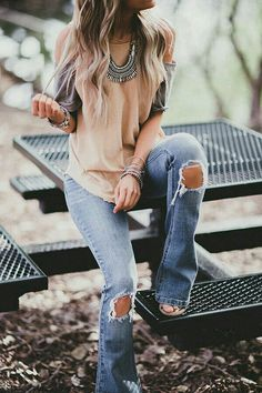 Casual summer style outfit ideas, ripped jeans and denim fashion Mode Style, Style Me, Mode Outfits, Casual Outfits, Mode Cool, Looks Jeans, Look Fashion, Womens Fashion, Denim Fashion