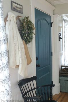 Bright blue front door entryway Ideas for 2019 Interior Door Colors, Painted Interior Doors, Exterior House Colors, Interior Barn Doors, Exterior Doors, Interior Paint, Interior Design, Teal Front Doors, Teal Door