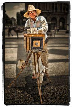 Cuba, Calle fotograho cubano   ©2014 John Galbreath
