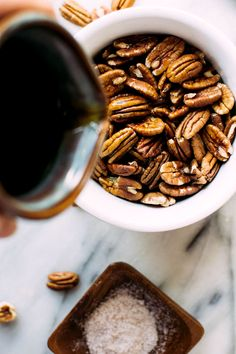 Salty, sweet, and so addicting! These easy candied maple cinnamon pecans are made without dairy or refined sugar for a perfect paleo/vegan treat or a great topping to your favorite hearty salad!