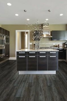 We never get sick of the modern look for a kitchen. It's absolutely stunning!