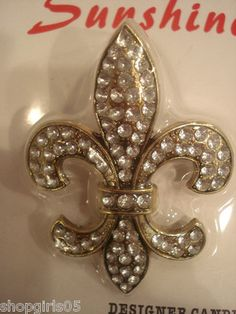 NEW! BEAUTIFUL FLEUR DE LIS RHINESTONE CANDLE PUSH PIN WOULD REALLY DRESS UP ANY CANDLE AND LOOK GREAT IN YOUR HOME.  REALLY PRETTY!