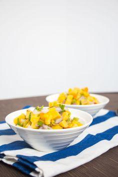 Ceviche de plátano o banano verde Ingredientes 3 plátanos o bananos verdes grandes 10 limones ácidos 1 ½ taza de chile dulce picado en trozos (preferiblemente de 3 colores diferentes) 1 cebolla morada mediana picada en trozos 1 tallo de apio bien picado 2 cucharadas de vinagre de manzana Sal marina y pimienta al gusto Instrucciones Quitarle la cáscara a los plátanos o banano. Ponerlos a cocinar en suficiente agua hirviendo. Retirar del fuego hasta que estén bien cocinados. Dejar enfriar…