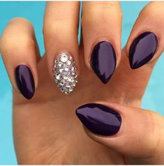 Love this short almond shape! Want these so bad!