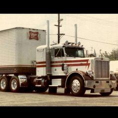Old school 359 Peterbilt. One kick Heavy Duty Trucks, Big Rig Trucks, Semi Trucks, Cool Trucks, Peterbilt 359, Freightliner Trucks, 6x6 Truck, Vintage Trucks, Classic Trucks