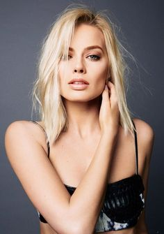 Margot Robbie is literally perfect she's probably one of my favourite actresses