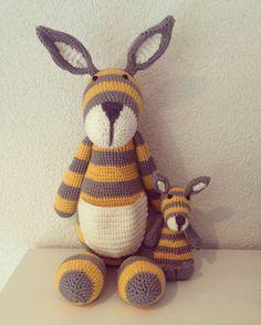 Gehaakte kangaroe. Crocheted kangaroe.