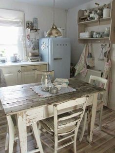 Tips And Techniques For shabby chic kitchen Kitchen Redo, Kitchen Styling, Rustic Kitchen, Country Kitchen, New Kitchen, Vintage Kitchen, Kitchen Remodel, Cocina Shabby Chic, Muebles Shabby Chic