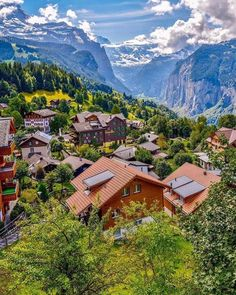 The green village 🍃⠀ ⠀⠀⠀⠀⠀⠀⠀ Wengen Switzerland | Made in Bern | Switzerland Wengen Switzerland, Visit Switzerland, Swiss Alps, Wonderful Places, Amazing Places, The Good Place, Architecture Design, Scenery, To Go