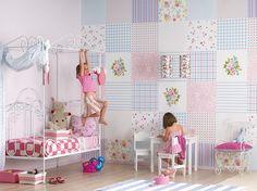 Выбираем обои для детской комнаты девочки: 85+ фото избранных идей и основные рекомендации http://happymodern.ru/oboi-dlya-detskoj-komnaty-dlya-devochek-foto/ Бумажные обои в комнате девочки с рисунком по типу пэчворк