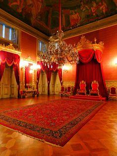 Tronos reais - O Palácio da Ajuda é uma das atrações que não se pode perder em Portugal. Serviu por várias décadas como residência da Família Real portuguesa e foi um dos lugares que mais gostamos de ter ído em nossas viagens.