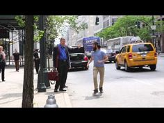"""In """"High Five New York"""", Brooklyn-based filmmaker Meir Kalmanson takes to the streets of Manhattan and turns taxi-hailing gestures into unexpected high fives. via Viral Viral Videos I Love Ny, I Love To Laugh, Make Me Smile, Real Funny Videos, New York People, Twitter Bio, Happy Guy, Happy Vibes, Light Of Life"""