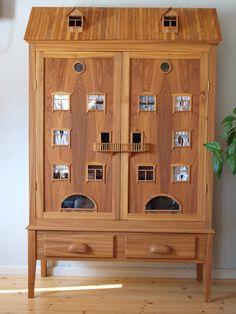 A custom cabinet-dollhouse front /Maria's Miniatures: Dollhouse Väinölä