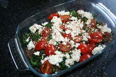 Low Carb - Grip op Koolhydraten: Spinazie Gehaktschotel Gehakt, spinazie, feta, kleine tomaatjes