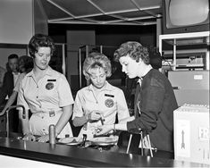 Science demonstrators at World's Fair, 1962 / Seattle Municipal Archives [http://www.flickr.com/photos/seattlemunicipalarchives/] | #readytoresearch