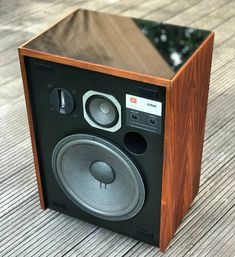 What a spectacular loudspeaker: JBL Jubal. Audiophile Speakers, Hifi Audio, Stereo Speakers, Bluetooth Speakers, Altec Lansing, Vintage Instagram, Audio Room, Speaker Design, Diy Electronics