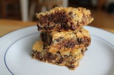 Salted Caramel Chocolate Chip Cookie Bars by Life on Food