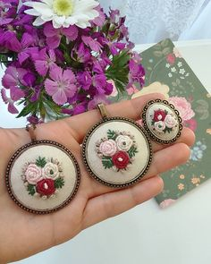 Ribbon Embroidery, Embroidery Designs, Fabric Jewelry, Needlework, Valentines Day, Crochet Earrings, Decorative Plates, Cross Stitch, Sewing
