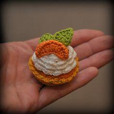 Mandarin Petit Four - free amigurumi crochet pattern and tutorial