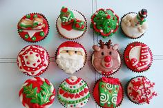 Christmas Cakes ~ I'd love to put out a make your own xmas cupcake table for the kiddos. :).