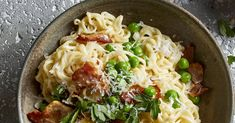 Carbonara is known as a quick-to-fix meal, but get dinner done even sooner by using ramen instead of traditional pasta. Ramen Recipes, Asian Recipes, New Recipes, Dinner Recipes, Cooking Recipes, Favorite Recipes, Recipies, Food Dishes, Main Dishes
