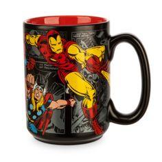 ¡Da una inyección de energía a tu día sirviéndote una buena dosis de cafeína en esta fantástica taza! Está decorada con llamativos dibujos estilo cómic de tus héroes de Marvel favoritos, con Thor, Hulk y Spider-Man.