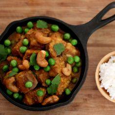 Curry não é um tempero. É a combinação de vários. Também cinhecido como caril é muito utilizado em países asiáticos como Índia, Tailândia. Lá aliás, é tão popular que as famílias podem ter suas próprias combinações. Geralmente levam gengibre, canela... #curry #peixe #picante