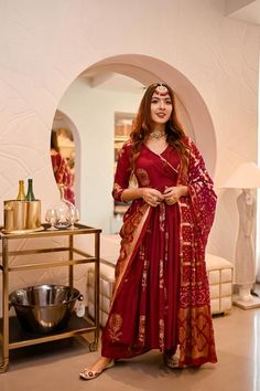 Handblock Suit set - Buy handblock suit set at Aachho. We have a wide range of handblock printed and Gotta Pati Suit Sets. COD is available across all India. Shop Now! Asian Wedding Dress Pakistani, Desi Wedding Dresses, Wedding Hijab, Indian Bridal, Latest Anarkali Designs, Kurta Designs, Cotton Anarkali, Silk Dupatta, Anarkali Suits