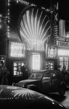 Frank Horvat, The entrance to Le Sphinx, Paris, 1956 Old Paris, Vintage Paris, French Vintage, Retro Vintage, Photo Vintage, Vintage Photos, Vintage Photography, Street Photography, Pigalle Paris