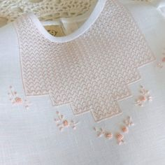 Sewing Collars, Drawn Thread, Fabric Manipulation, Embroidery Techniques, Hand Embroidery, Stitch Patterns, Weaving, Chic, Table