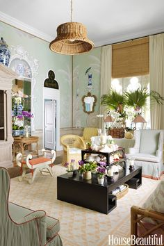 "This beautiful Palm Beach apartment belongs to Bahamas-based designer, Amanda Lindroth. To transform her bland white ""empty cube"", she enli..."