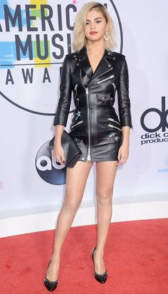 Selena Gomez Photos in Black Skirt at 2017 American Music Awards Selena Gomez Fotos, Selena Gomez Pictures, Selena Gomez Style, American Music Awards, Leather Skirt, Leather Jacket, Black Leather Dresses, Mode Style, Leather Fashion