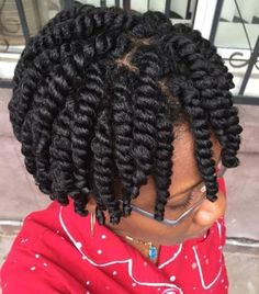 For women with afro-textured hair, natural curls are a blessing but also a responsibility. In comparison to straight or wavy hair textures, natural afro hair ne Cabello Afro Natural, Pelo Natural, Protective Hairstyles For Natural Hair, Natural Hair Twists, Medium Length Natural Hairstyles, Natural Braided Hairstyles, Braided Updo, Hair Colorful, Curly Hair Styles