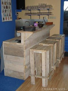 Pallet Ideas : Want to renew your home with wooden pallet furnishing? We are the right place for you. Just Click & get to know a lot of pallet ideas. Home Bar Rooms, Diy Home Bar, Diy Bar, Bars For Home, Pallet Furniture Tv Stand, Bar Furniture, Diy Pallet Projects, Woodworking Projects, Pallet Ideas