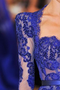This blue lace detail really completes this elegant dress. jαɢlαdy