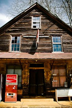 The general store in Auraria, Georgia was originally built in the 1830's as a tavern for the gold miners.  Still in use until a decade ago, it's now closed.   #South #Southern