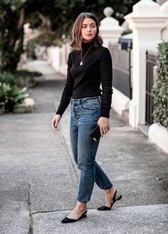 A calça jeans é aquele tipo de peça coringa que funciona em diversas ocasiões e ainda garante um conf...