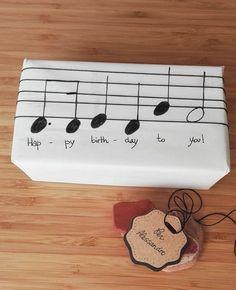 Musical gift packaging – packaging … - Birthday Presents Happy Birthday Gifts, Birthday Presents, Birthday Cards, Birthday Greetings, Birthday Ideas, Birthday Present Diy, Birthday Celebration, Creative Birthday Gifts, Happy Birthdays